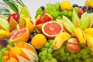 owoce cytrusowe, winogrona i banany