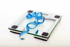 centymetr leży na wadze