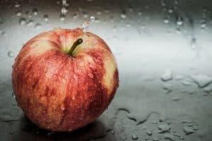 świeże, czerwone jabłko