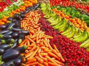 ułożone warzywa i owoce