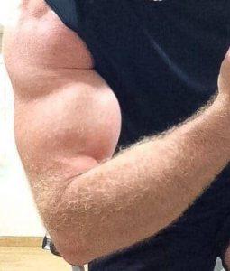 biceps męski