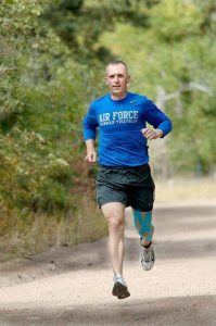 biegnący mężczyzna