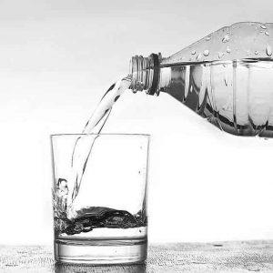 woda mineralna nalewana do szklanki