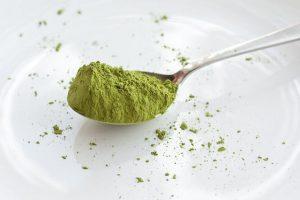 zielona herbata na łyżeczce