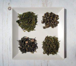 cztery gatunki zielonej herbaty na talerzu
