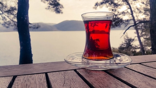 szklanka czerwonej herbaty