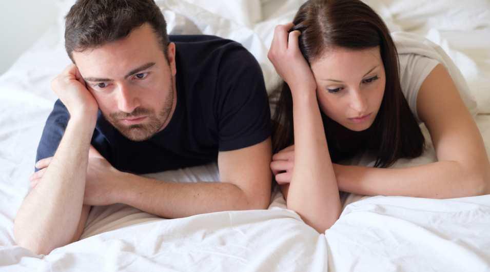kobieta i mężczyzna na łóżku