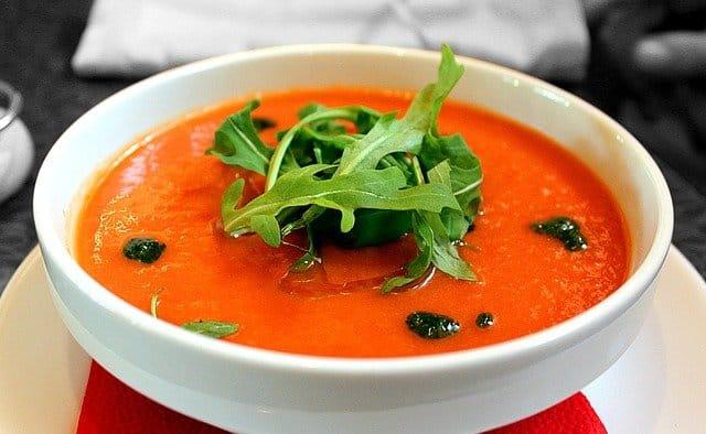 miseczka z zupą pomidorową