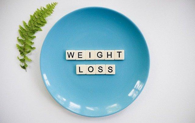 napis Weight Loss na talerzu