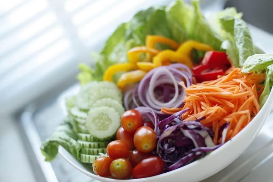 salaterka z sałatką