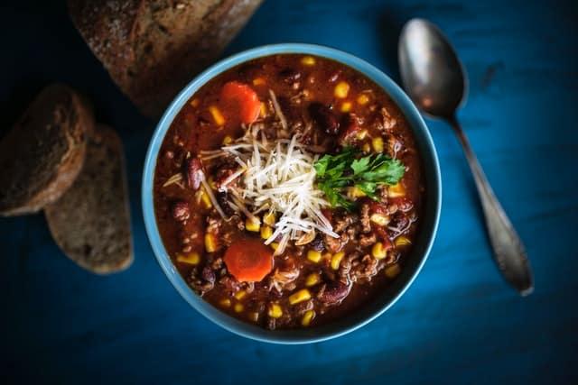 zupa dietetyczna z pomidorami, czerwoną fasolą